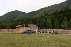 Туристское основание около деревни Aktash в районе Ulagan республики Altai стоковое фото
