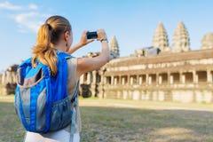 Туристское принимая изображение комплекса Angkor Wat в Камбодже Стоковые Изображения
