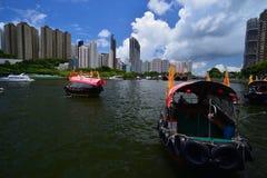 Туристское sampan в укрытии Абердина в Гонконге на солнечный день стоковые изображения