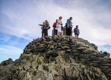 Туристы верхней части горы Snowdon Стоковые Изображения RF