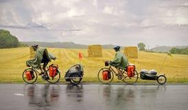 Туристы велосипеда с ребенком Стоковые Фото