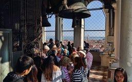 Туристы в башне Сан Marco в Венеции, Италии стоковые фотографии rf
