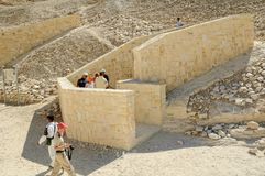 Туристы в долине королей около Луксора Египет Стоковая Фотография RF