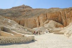 Туристы в долине королей около Луксора Египет Стоковое фото RF