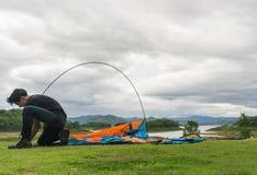 Туристы в настоящее время в располагаясь лагерем области Стоковая Фотография