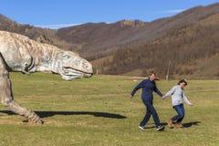 Туристы в долине национального парка Gorkhi-Terelj динозавров, Стоковые Изображения