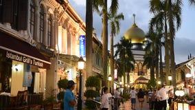 Туристы вдоль арабской улицы сток-видео