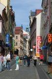 Туристы в улицах Праги Либерца Стоковое Фото
