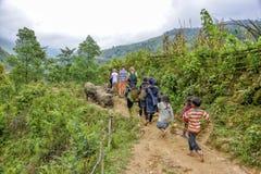 Туристы в PA Sa, Вьетнам Стоковое Изображение