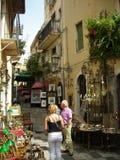 Туристы в Taormina, Сицилии, Италии стоковое изображение