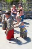 Туристы имея ванну грязи Стоковое фото RF