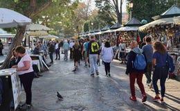 Туристы и сувенирные магазины в Венеции, Италии стоковые фото