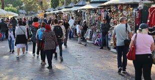 Туристы и сувенирные магазины в Венеции, Италии стоковые изображения rf