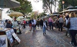 Туристы и сувенирные магазины в Венеции, Италии стоковое изображение