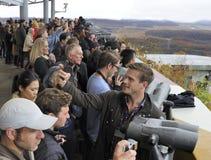 Туристы наблюдая Северную Корею Стоковое Изображение