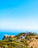 Туристы навещая 12 апостолов большой дорогой океана в Виктории, Австралии Стоковые Изображения