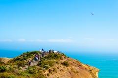 Туристы навещая 12 апостолов большой дорогой океана в Виктории, Австралии Стоковая Фотография RF