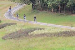 Туристы наслаждаются задействовать на майне велосипеда Стоковые Изображения RF