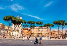 Туристы на аркаде Venezia в Риме Стоковое Изображение