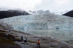 Туристы на леднике Pia стоковые изображения rf