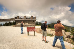 Туристы на Маунте Mitchell Северной Каролине стоковые фотографии rf