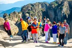 Туристы на монастырях Meteory Стоковое Изображение RF