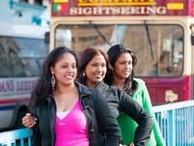 Туристы на мосте башни, Лондоне Стоковая Фотография RF