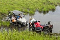Туристы на Мотовездеходах На ATV Стоковое Фото