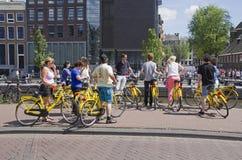 Туристы на доме Анны Франка в Амстердаме Стоковое Фото