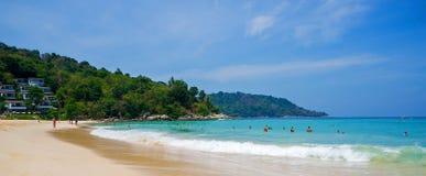 Туристы на пляже Kata Noi Стоковое фото RF