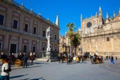 Туристы на соборе Севильи Испания Стоковые Изображения