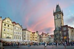 Туристы на старой городской площади Праги Стоковые Изображения RF