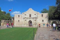 Туристы на Alamo в Сан Антонио, Техасе Стоковое Фото