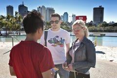 Туристы на Southbank, Брисбене Стоковая Фотография RF
