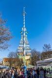 Туристы на Viktualienmarkt в Мюнхене, Германии с известным m Стоковые Фото