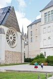 Туристы около музея изящного искусства внутри злят, Франция стоковое изображение rf