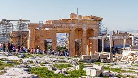 Туристы посещают акрополь Афин Стоковое Изображение