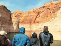 Туристы посещают озеро Пауэлл и свои каньоны Стоковые Фотографии RF