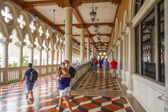 Туристы посещая известную венецианскую гостиницу в Лас-Вегас - ЛАС-ВЕГАС - НЕВАДЕ - 22-ое апреля 2017 стоковое фото rf