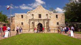 Туристы посещая исторический Alamo в Сан Антонио, Техасе Стоковые Фото