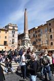 Туристы посещая пантеон в Риме, Италии Стоковая Фотография RF