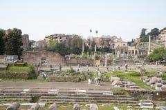 Туристы посещая римский форум Стоковая Фотография