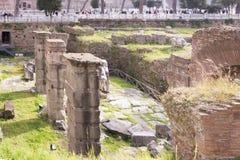 Туристы посещая римский форум Стоковое фото RF