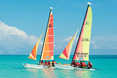 Туристы плавая в Cayo Santa Maria в Кубе Стоковые Фото