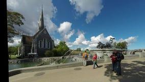 Туристы собирались вокруг верхней привлекательности фонтан Gefion Стоковые Фотографии RF