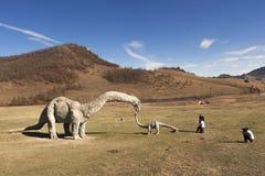 Туристы сфотографированы в долине PA динозавров национального Стоковые Фотографии RF