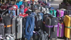 Туристы, чемоданы и сумки, движение, шина путешествуют, автобусная станция Стоковое Изображение RF