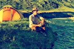 Турист в лагере Стоковое Фото