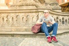 Турист в городе стоковые фото