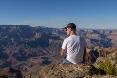 Турист в национальном парке гранд-каньона, Аризоне стоковые изображения rf